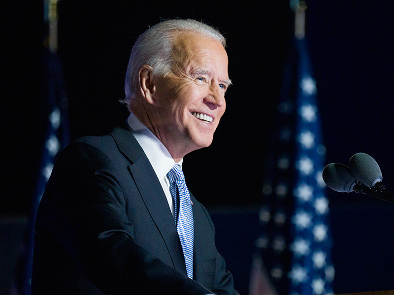 Избранный президент США Джо Байден подготовил план по стимулированию экономики на $1,9 трлн. В нем содержатся меры по поддержке граждан и бизнеса