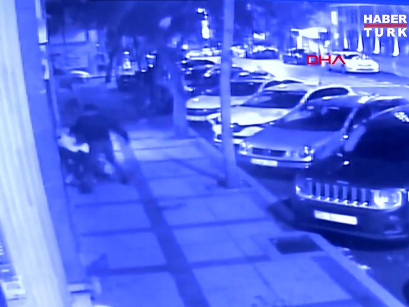 В Стамбуле вооруженный ножом сборщик мусора напал на россиян: трое ранены