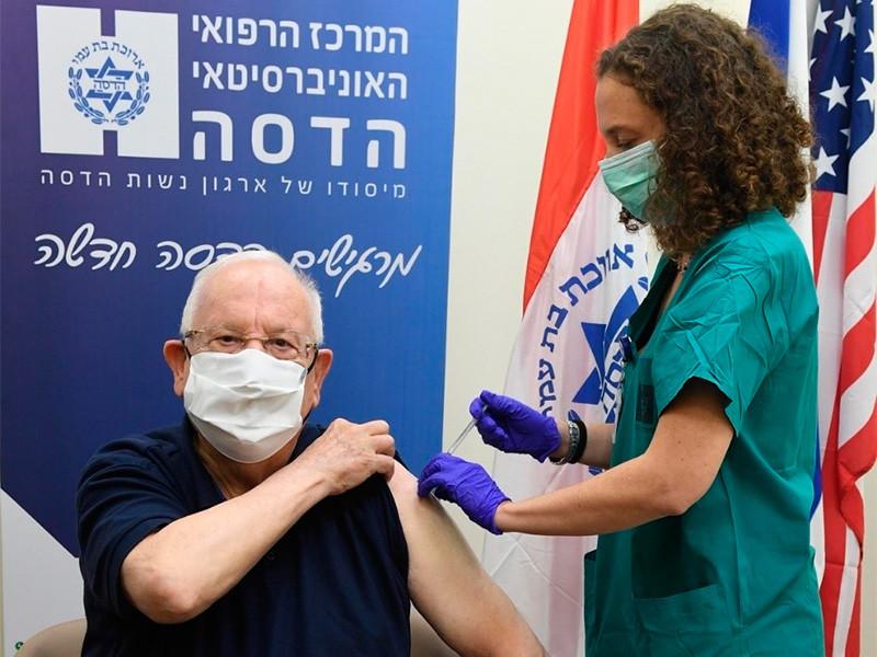 Президент Израиля Реувен Ривлин получил вторую дозу вакцины от коронавируса разработки фармацевтических компаний Pfizer и BioNTech