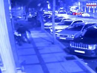 В Стамбуле вооруженный ножом сборщик мусора напал на россиян: трое ранены (ВИДЕО)
