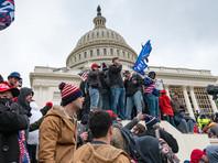 После беспорядков в Вашингтоне 6 января, устроенных сторонниками действующего президента, соцсеть временно заблокировала его аккаунт, потребовав удалить сообщения, нарушающие правила сообщества