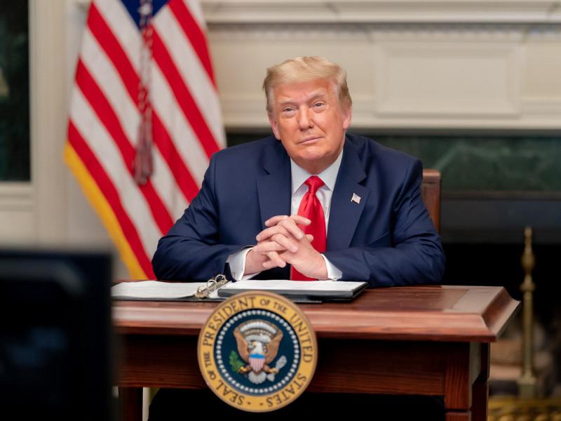 Личные и политические союзники действующего американского лидера Дональда Трампа брали вознаграждение за пособничество в получении президентского помилования для осужденных преступников