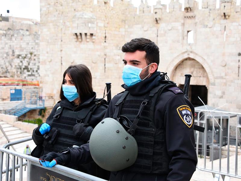 """Правительство Израиля в воскресенье, 24 января, проголосовало за """"герметичное"""" закрытие международного аэропорта имени Бен-Гуриона. Решение должно вступить в силу в ночь на 26 января и будет действовать, как минимум, до 31 января"""