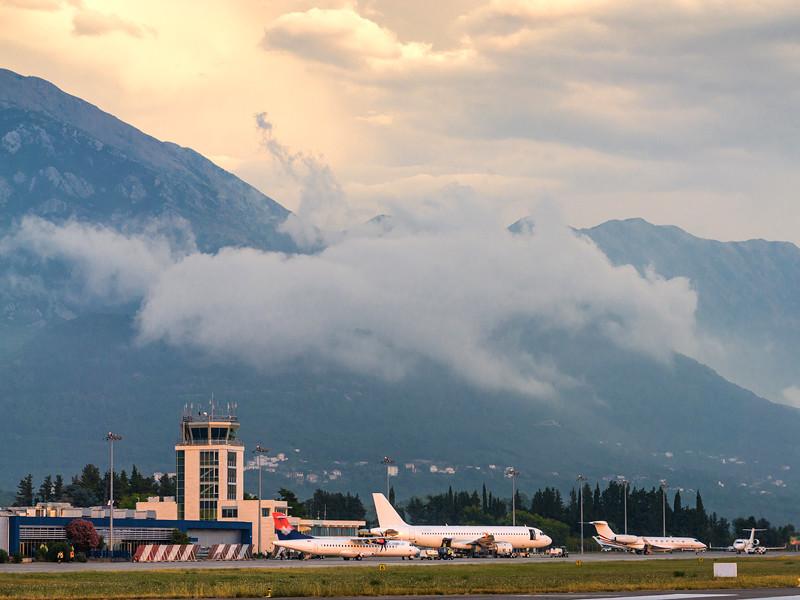Черногория отменяет справки на коронавирус для прибывающих в страну