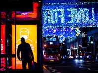 В понедельник количество выявленных случаев коронавируса в Британии за сутки составило рекордные с начала пандемии 58 784, уже неделю ежедневно фиксируется более 50 тысяч случаев заражения. Во многих регионах Англии ситуация критическая: больницы почти переполнены