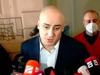 В Тбилиси полиция хочет арестовать лидера оппозиции. Он укрылся в офисе своей партии