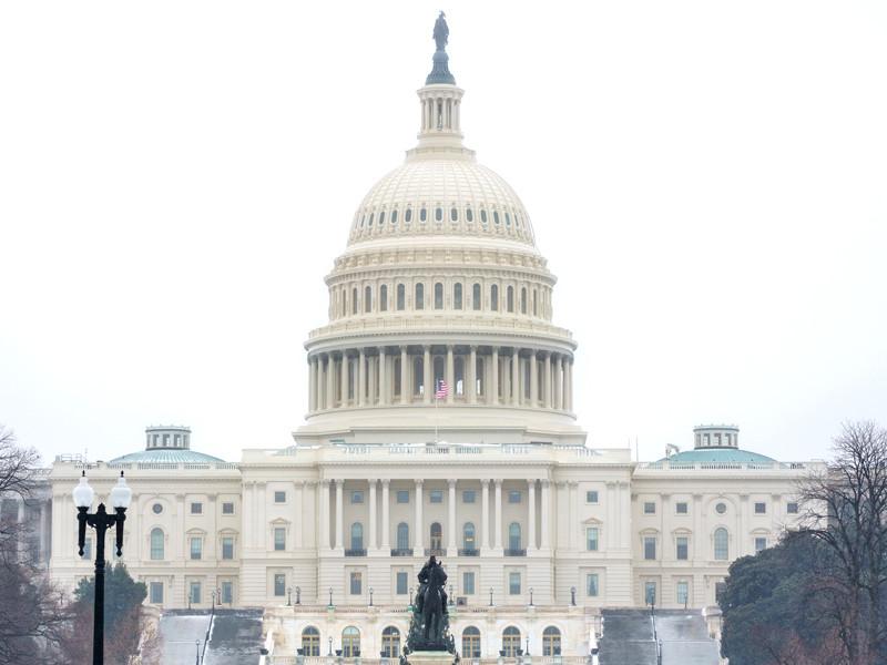 На слушаниях в Сенате США в пятницу слушаний юристы республиканцы выступают с аргументами против объявления импичмента бывшему президенту США Дональду Трампу