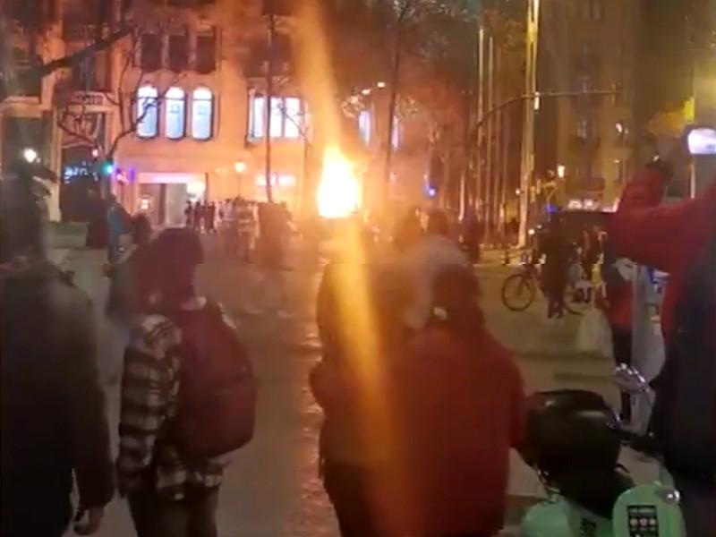 В Каталонии в ходе массовых акций протеста против ареста рэпера Пабло Аселя, осужденного за прославление терроризма, были задержаны 15 человек