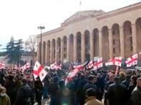 Оппозиция Грузии собрала тысячи человек у здания парламента страны, объявив затяжную акцию протеста до 13 марта