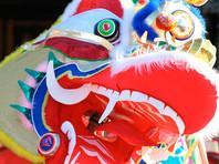 """С наступлением Нового года в Китае связано множество суеверий. Например, чтобы не отпугнуть удачу, нельзя мыть и стричь волосы, так как это символизирует """"отсечение и потерю богатства"""""""