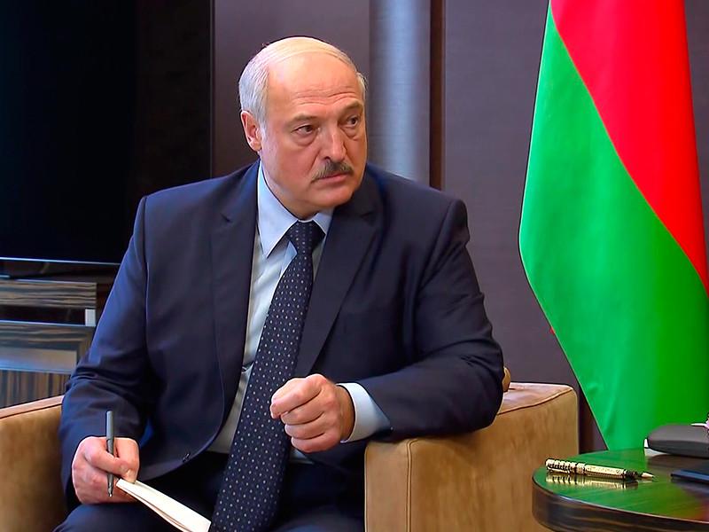 """""""Коммерсант"""": Лукашенко на новой встрече с Путиным попросит кредит еще на 3 млрд долларов"""