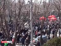 В Армении в пятницу продолжились многотысячные митинги и шествия протеста. Внеочередное заседание парламента сорвано