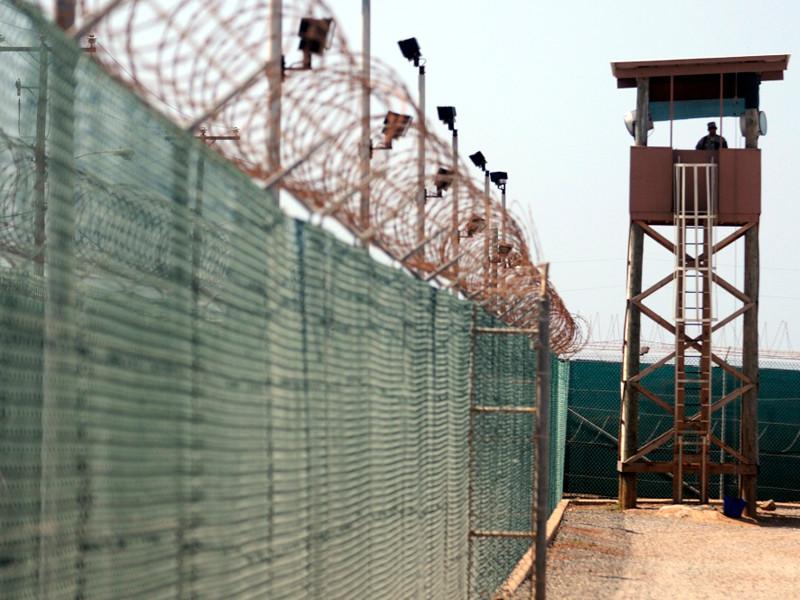 В 1990-е годы здесь был фильтрационный лагерь для беженцев с Кубы и Гаити, пытавшихся перебраться в США, позднее, в рамках антитеррористической программы администрации президента США Джорджа Буша - младшего, превращенный в спецтюрьму
