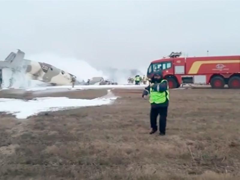 Военно-транспортный самолет Ан-26 Авиационной службы КНБ Казахстана потерпел крушение накануне при заходе на посадку в аэропорту Алма-Аты. На борту находились шесть членов экипажа, четверо из которых погибли, а двое получили тяжелые травмы и были госпитализирован