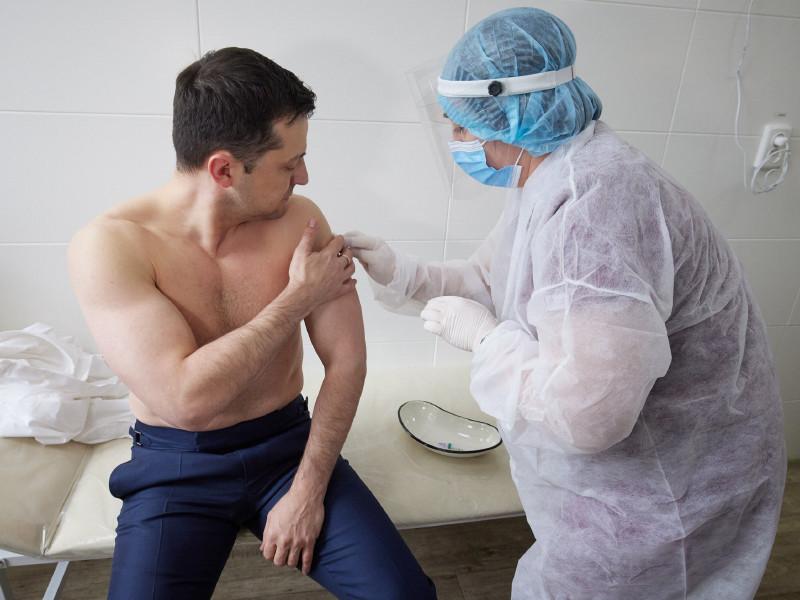 Президент Украины Владимир Зеленский привился от COVID-19 вакциной Oxford/AstraZeneca (Covishield)