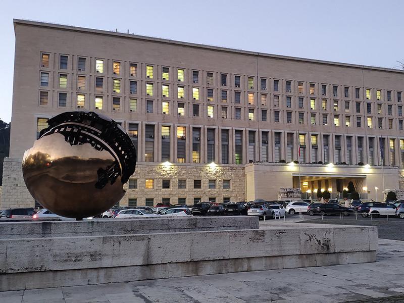 МИД Италии высылает двух российских дипломатов в связи со шпионским скандалом, который итальянские СМИ назвали крупнейшим со времен холодной войны