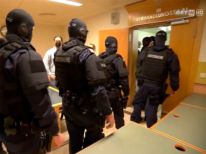 В Вене в Австрии начался суд над пятью чеченцами в возрасте от 19 до 38 лет, которые выслеживали и запугивали уроженок Чечни за несоблюдение мусульманских традиций