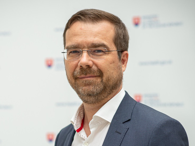 """Министр здравоохранения Словакии Марек Крайчи подал в отставку, чтобы урегулировать разногласия, возникшие в правительстве из-за закупки российской вакцины """"Спутник V"""""""