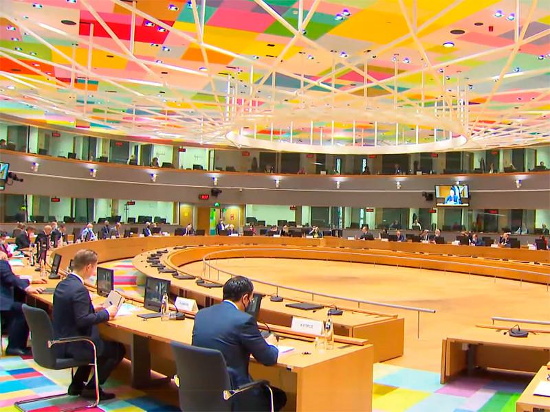 """Главы МИД стран ЕС на заседании Совета по иностранным делам коротко обменялись мнениями по России и подтвердили, что """"пять руководящих принципов"""" отношений с РФ сохраняют свою актуальность"""