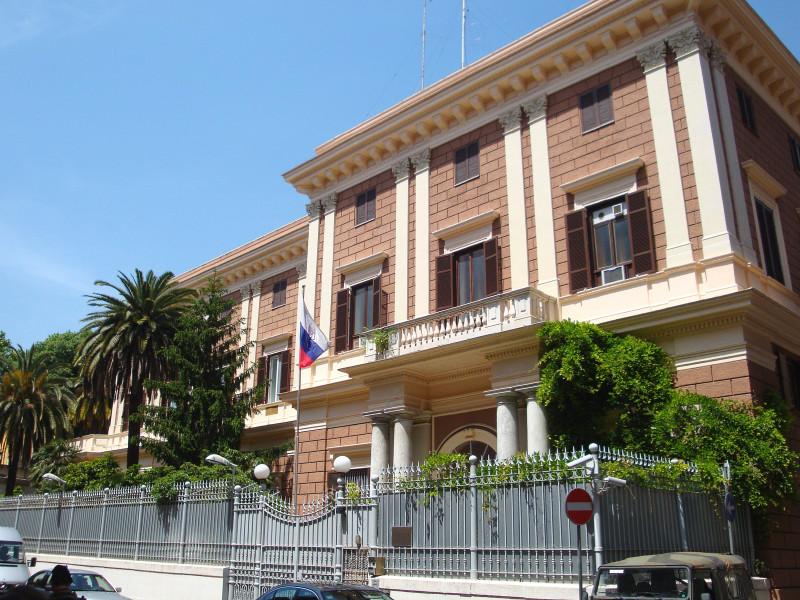 Российское посольство в Италии подтвердило задержание в Риме сотрудника аппарата военного атташе, обстоятельства произошедшего выясняются