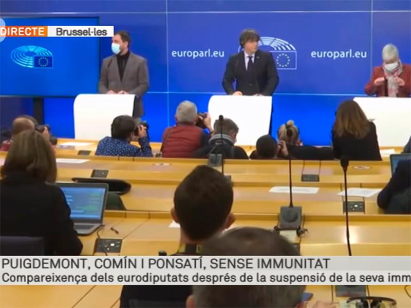 Депутаты Европарламента лишили неприкосновенности бывшего главу правительства Каталонии Карлеса Пучдемона и двух его соратников. Теперь их могут выдать Испании, где им грозит тюрьма за референдум о независимости 2017 года