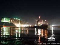 28 марта судно впервые удалось немного сдвинуть с места при помощи буксиров