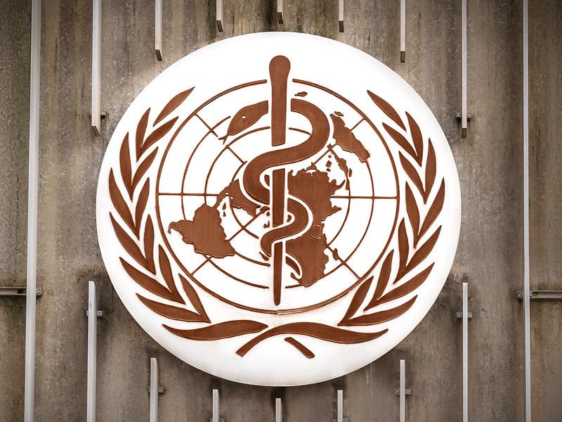 Всемирная организация здравоохранения (ВОЗ) в среду рекомендовала странам продолжить применение вакцины AstraZeneca против коронавируса COVID-19