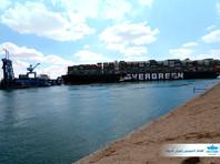 Севший на мель в Суэцком канале контейнеровоз Ever Given