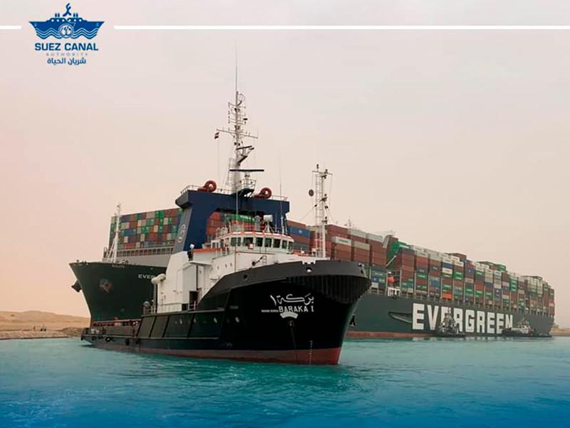 Контейнеровоз Ever Given компании Evergreen сел на мель, перекрыв движение на юге Суэцкого канала