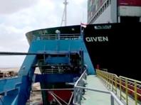 Работы по снятию судна с мели ведутся круглосуточно и без перерыва