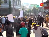 Полиция в Мьянме вновь применила оружие для разгона протестующих