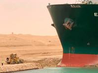 Позже региональная компания портовых услуг Gulf Authority Company со ссылкой на источник в Управлении Суэцкого канала сообщила, что буксирам удалось привести контейнеровоз в движение и переориентировать его параллельно створу канала