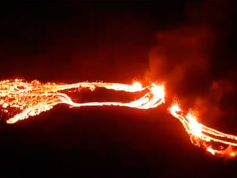 На полуострове Рейкьянес на юго-западе Исландии началось извержение вулкана Фаградальсфьядль, бездействовавшего 6 тысяч лет