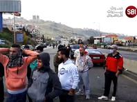 Участники протестных акций выступают с требованием к властям начать реальные действия для выхода из экономического кризиса и улучшения жизни населения