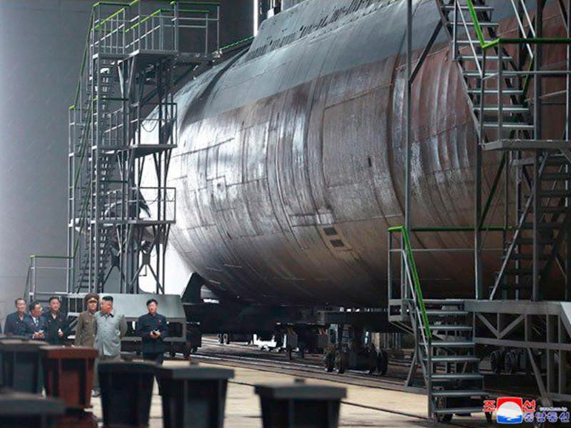 Разведслужбы США и Южной Кореи полагают, что КНДР окончила постройку новой подводной лодки весом в три тысячи тонн, о которой стало известно в июле 2019 года