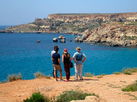 Мальта в апреле начнет постепенно ослаблять ограничительные меры и к 1 июня планирует снять большинство из них. В стране отмечается самый высокий уровень вакцинации против COVID-19 в Евросоюзе: хотя бы одну дозу вакцины получили 42% взрослого населения