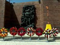 День Катастрофы и героизма был учрежден израильским парламентом в 1951 году по предложению первого премьер-министра страны Давида Бен-Гуриона. По еврейскому календарю он отмечается 27-го числа месяца нисана, по григорианскому приходится на промежуток между 7 апреля и 7 мая