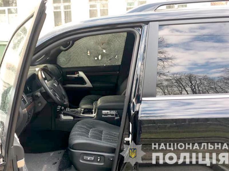 Неизвестный мужчина расстрелял в центре украинского города Днепр водителя внедорожника Toyota Land Cruiser 200