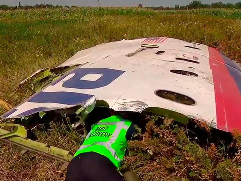 """Напомним, летевший из Амстердама в Куала-Лумпур самолет Boeing 777 """"Малайзийских авиалиний"""" был сбит в небе над Донецкой областью 17 июля 2014 года. На борту были 298 человек, в том числе 196 голландцев, все погибли"""
