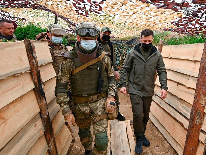 Президент Украины Владимир Зеленский заявил, что необходимо поддерживать армию в состоянии полной боеготовности, несмотря на заявления Москвы об отводе войск от украинской границы