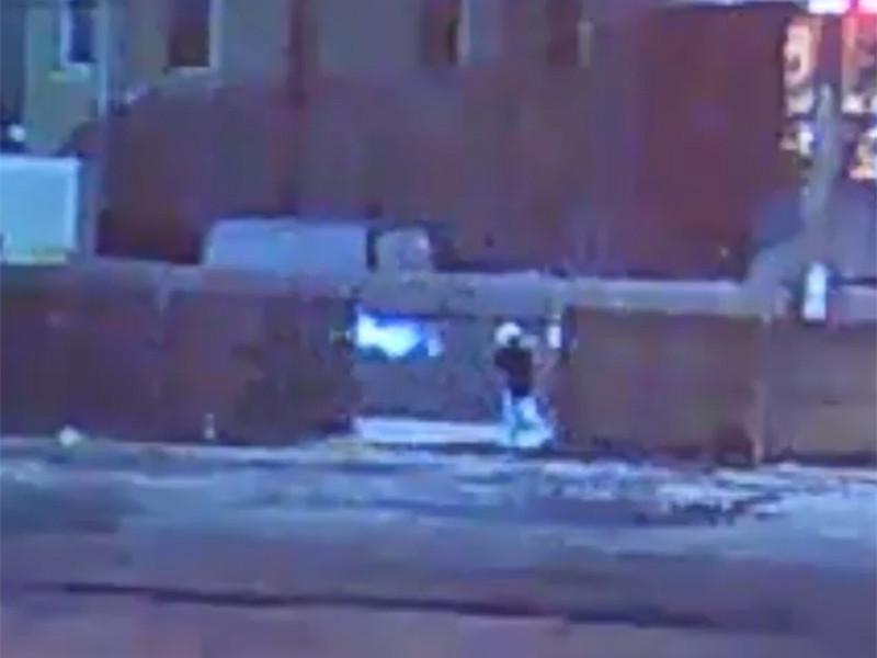 Полиция США обнародовала видеозапись, на которой правоохранитель стреляет в безоружного подростка