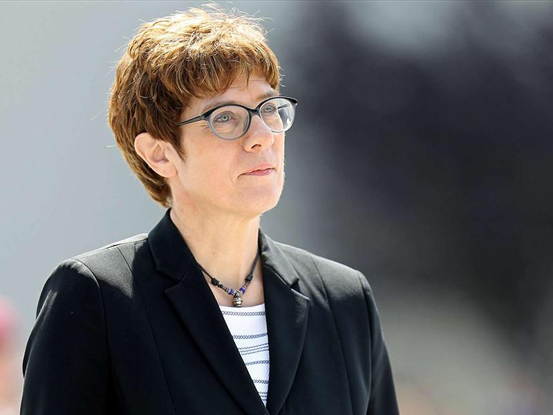 Министр обороны ФРГ Аннегрет Крамп-Карренбауэр резко раскритиковала действия России в конфликте с Украиной