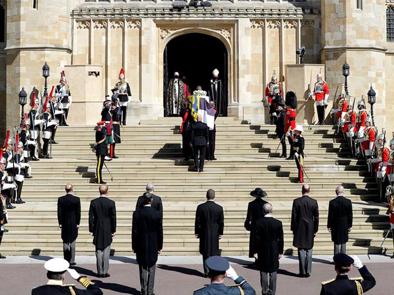 В Великобритании прошла церемония прощания с супругом королевы Елизаветы II принцем Филиппом, герцогом Эдинбургским, который скончался 9 апреля в возрасте 99 лет