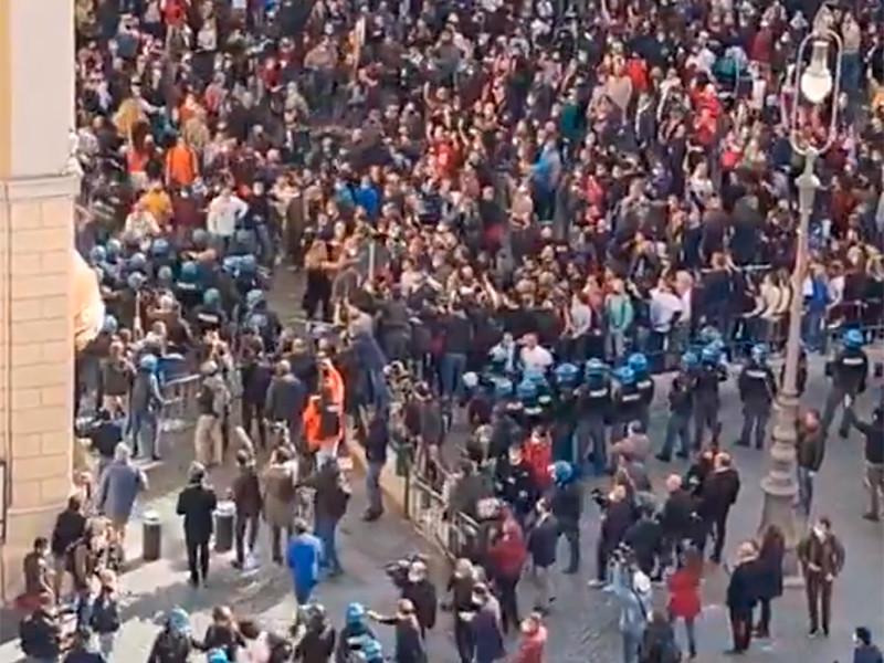 6 апреля в Риме прошли протесты против коронавирусных ограничений, демонстранты вступили в столкновение с полицией