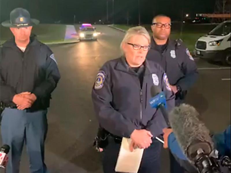 """""""Мы обнаружили восемь человек с огнестрельными ранениями, их смерть была констатирована на месте"""", - заявила представитель полиции города Джини Кук. Еще четыре человека госпитализированы, один - в критическом состоянии"""