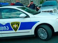В Тбилиси вооруженный мужчина взял заложников в банке