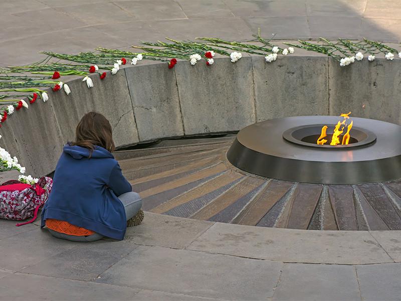 Мемориальный комплекс Цицернакаберд в Ереване, посвящённый жертвам геноцида армян 1915 года