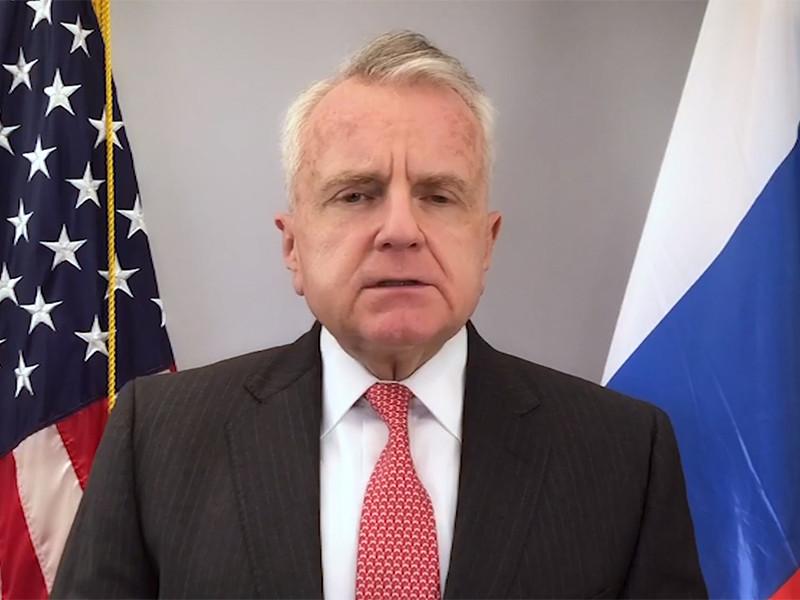 Американский посол в России Джон Салливан на этой неделе улетит в США, после чего вернется обратно в Москву