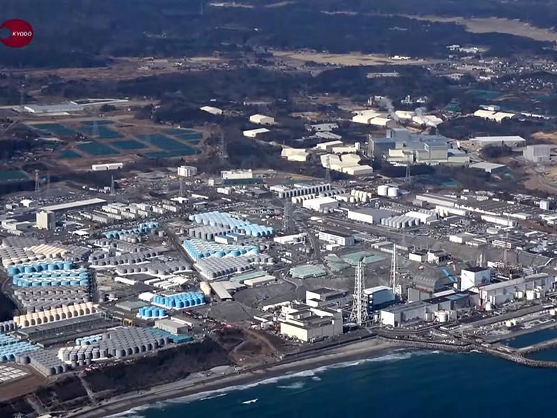 """Правительство Японии официально разрешило слить в океан массив воды с аварийной атомной электростанции """"Фукусима-1"""", который, по словам руководства страны, очищен от радиоактивных веществ"""