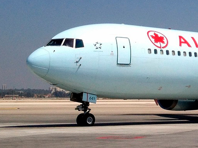 Канада приостановила полеты из Индии и Пакистана из-за коронавируса и его нового штамма